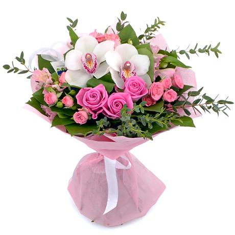 Нежный букет из роз и орхидей